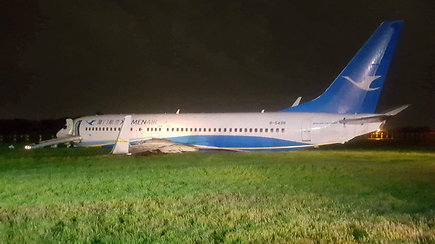 Keleiviai užfiksavo, kaip nuo nusileidimo tako nuslydo lėktuvas