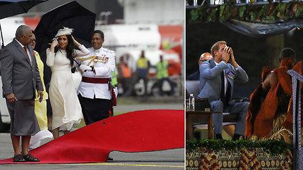 Fidžyje princą Harry ir Meghan Markle  pasitiko gerbėjai, smarkus vėjas ir narkotinis gėrimas kava