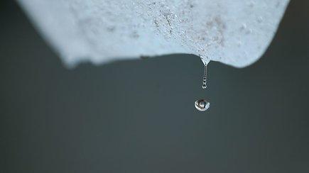 Raginimas išgirsti tirpstantį ledą: per sekundę pasaulyje vandeniu virsta net 500 jo tonų