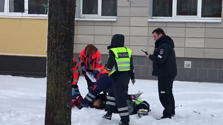 Nelaimė sostinės Žirmūnų rajone: iš 5 aukšto iškrito ir mirtinai susižalojo vilnietis