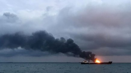 Kerčės sąsiauryje po sprogimo užsiliepsnojo du laivai – yra žuvusių
