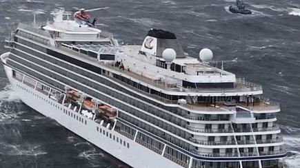 Norvegijoje evakuojami keleiviai iš nelaimės signalą pasiuntusio kruizinio laivo