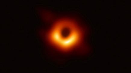 Istorinė diena: pristatyta pirmoji pasaulyje juodosios skylės įvykių horizonto nuotrauka