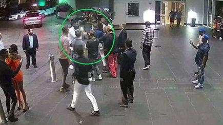 Nutekintas Conoro McGregoro atakos gatvėje įrašas – gresia iki 6 metų nelaisvės