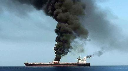 Omano įlankoje tebeplūduriuoja užpultas Norvegijos tanklaivis  – ES ragina elgtis santūriai