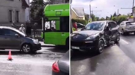 Kaune susidūrė trys automobiliai ir troleibusas: ką pamatė liudininkai