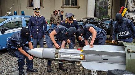 Policija konfiskavo įspūdingą ginklą – naudojimui parengtą kariuomenei priklausiusią raketą