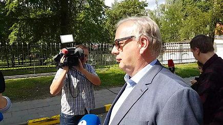 E.Laužikas su advokatu skubėjo išvykti – susitikimo su taryba nekomentavo