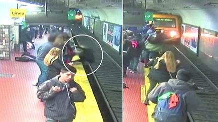 Praradęs sąmonę vyras krisdamas nustūmė moterį ant metro bėgių – greita mašinisto reakcija apsaugojo nuo tragedijos