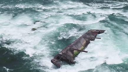 Nukris ar nenukris nuo Niagaros krioklių: stebima, kaip pirmą kartą per daugiau nei amžių pavojingai pajudėjo laivas