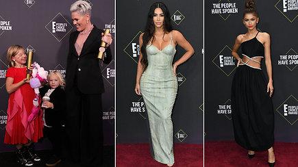 """""""People's Choice"""" apdovanojimuose – išsipusčiusios pramogų pasaulio žvaigždės"""