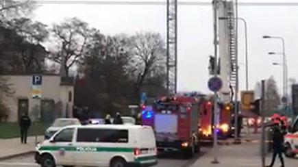 """Prie """"Europos"""" prekybos centro Vilniuje kilo gaisras"""