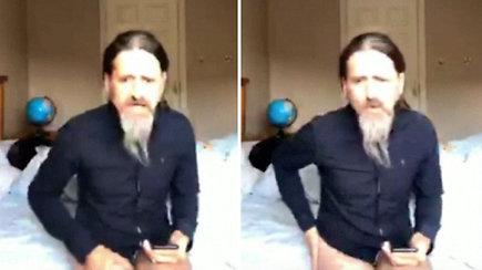 Interneto sensacija tapęs kuriozas: per vaizdo pokalbį pamiršęs kelnes atskleidė daugiau nei norėjo
