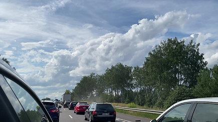 Kelionė į Palangą apkarto: įstrigo įspūdingo ilgio automobilių spūstyje