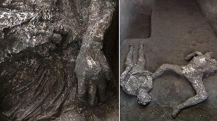 """Rastas """"neįtikėtinas ir nepaprastas"""" tragedijos liudijimas: po ugnikalnio lava palaidotoje Pompėjoje aptiktos skeletų liekanos"""
