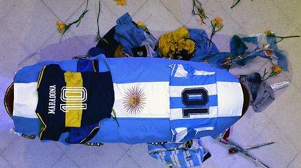 Gedi visas pasaulis: tūkstančiai žmonių su ašaromis akyse atėjo atsisveikinti su Diego Maradona