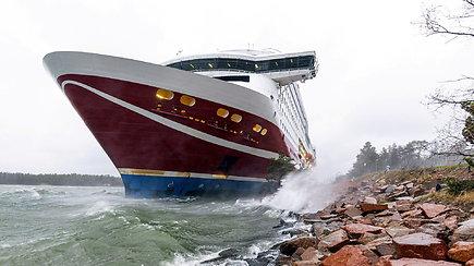 Baltijos jūroje ant seklumos užplaukė keltas – daugiau nei 400 žmonių naktį teko praleisti laive