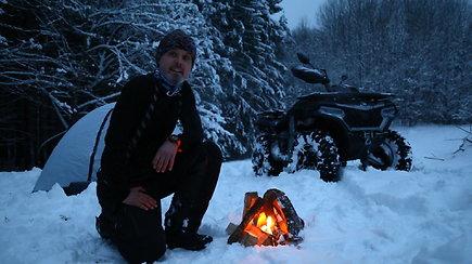 K.Mieliausko nesustabdė net sugrįžusi žiema: miegojo palapinėje miške, maudėsi lediniame vandenyje