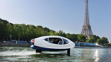 "Paryžiuje Sena prašvilpė virš vandens skriejantis upės taksi ""SeaBubble"""