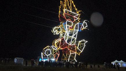 37 m aukščio pasaulio futbolo čempionato talismanas tapo išskirtiniu elektros stulpu