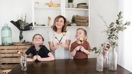 Karantinas su vaikais: gaminame varškėtukus su chia sėklomis