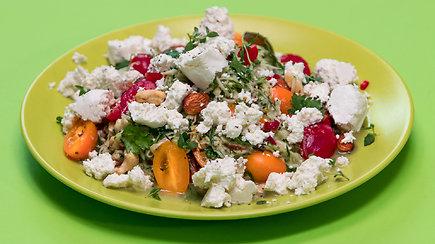 Gaivios ir sočios salotos su varškės sūriu