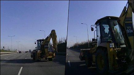 Pavojingas traktoriaus vairuotojo manevras Vilniaus vakariniame aplinkelyje vos nesibaigė tragedija
