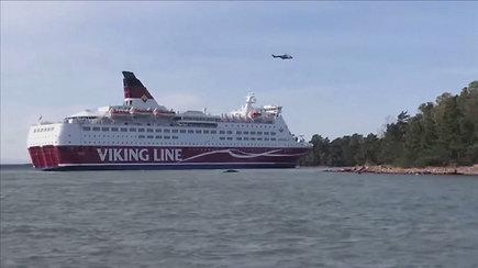 Baltijos jūroje ant seklumos užplaukė keltas: į dalį laivo pateko vanduo, teko evakuoti keleivius