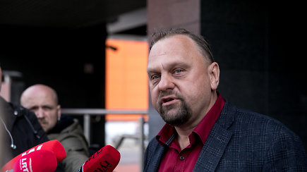 Korupcija įtariamas V.Sutkus pareiškė kyšių niekam nedavęs ir neėmęs, o R.Masiulį kritikavo už prastą vadybą
