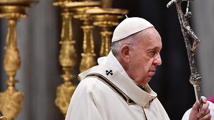Pedofilijos skandalas nesibaigia: bažnyčia tebekovoja dėl savo įvaizdžio, o aukos piktinasi dalijamais pažadais