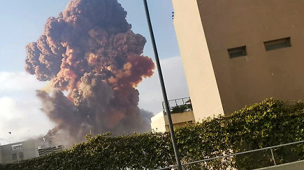 Užfiksuota, kaip Beirutą supurtė du galingi sprogimai – tūkstančiai sužeistų žmonių