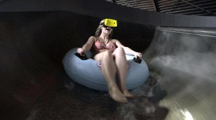 Naujovė: koks jausmas lėkti vandens atrakcionu užsimaukšlinus VR akinius
