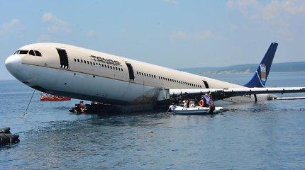 """Turkijoje dėl turtingesnių turistų nuskandintas """"Airbus A330"""""""