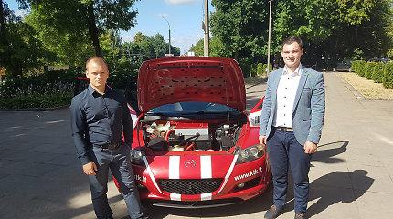 """Studentai """"Mazda RX-8"""" pavertė elektromobiliu"""