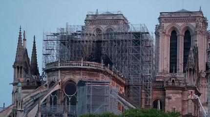 """Prancūzijos vyriausybė: Paryžiaus Dievo Motinos katedrai """"tebegresia sugriuvimo pavojus"""""""