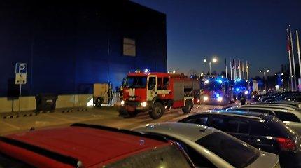 """Sostinės """"Ikea"""" kilęs gaisras – padegimas: policija ieško įtariamojo"""