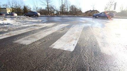 Eismo sąlygos antradienį: keliuose spąstus spendžia plikledis