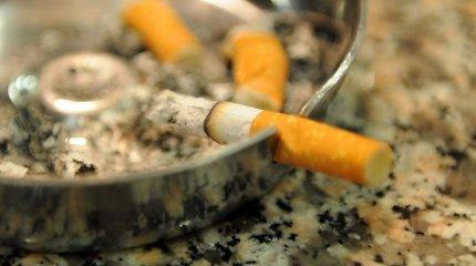 """Rūkymas balkonuose kelia aistras Vyriausybėje – tačiau sutariama dėl draudimo """"kaitinti"""" kavinėse"""