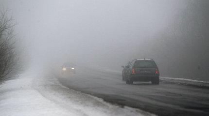 Kelininkai: Vakarų Lietuvoje eismą sunkina rūkas