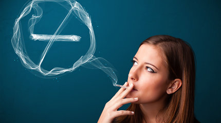Rūkymo pasekmės: strijos, paakių maišeliai ir...