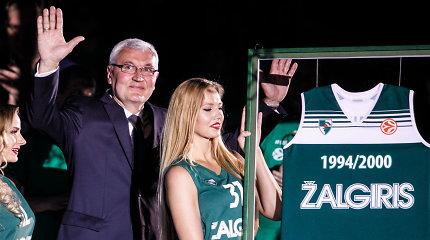 Į arenos viršų pakilo Jono Kazlausko marškinėliai ir pagerbti 1999 čempionai