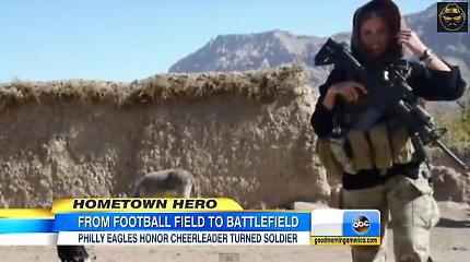 Buvusi šokėja armijoje: iš antros misijos Afganistane grįžusi mergina Amerikoje tapo įžymybe