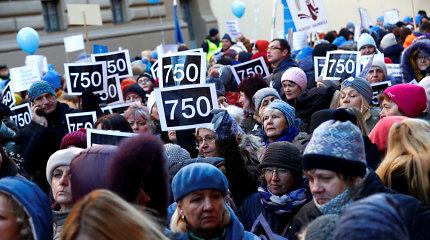 Latvijos mokytojai mitinge Rygos centre reikalavo didinti algas