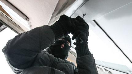 Į garažą sostinėje įsilaužę 3 vagys užklupti nusikaltimo vietoje