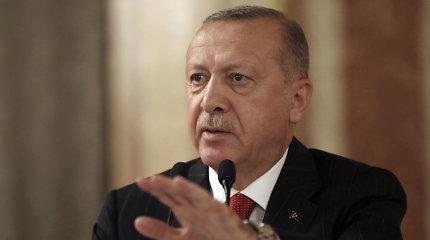 """Turkijos prezidentas kelia bylą prancūzų žurnalui, pavadinusiam jį """"naikintoju"""""""