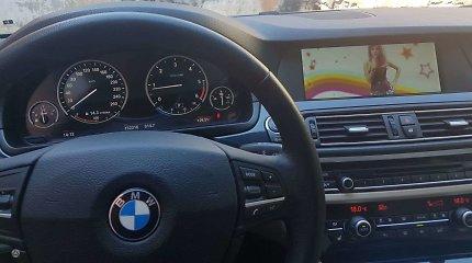BMW detektyvas: vienoje nuotraukoje 300 tūkst. km, kitoje – perpus mažiau, o ridos niekas neatsuko?