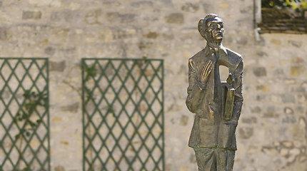 Prancūzijoje atidengta poeto ir diplomato O.Milašiaus skulptūra