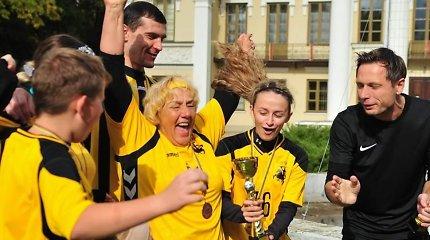 Močiučių futbolas: ši veikla garbaus amžiaus moterims grąžina gyvenimo džiaugsmą
