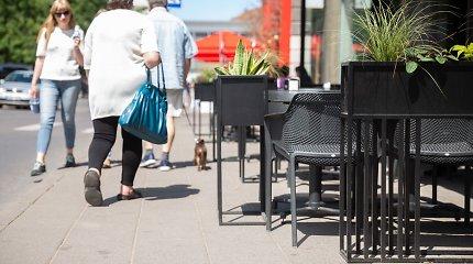 Lauko kavinės ant šaligatvių Vilniaus Senamiestyje: kiek vietos turi likti praeiviams?