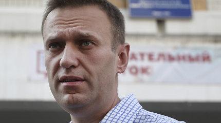 """A.Navalnas dėl policijos reidų jo regioniniuose štabuose kaltina Kremliaus """"isteriją"""""""